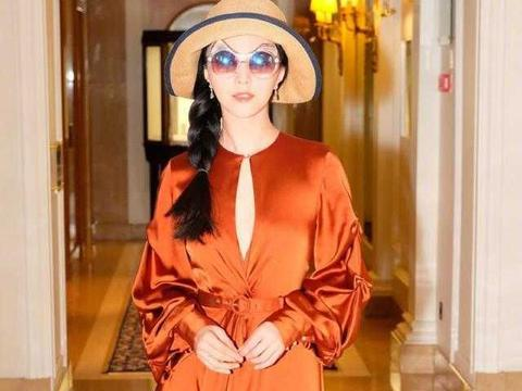 """范冰冰真有""""国际范"""",穿橘色连衣裙高级大气,38岁气质真出众"""