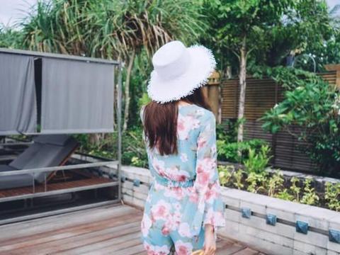 美女模特孙允珠高清美图:碧蓝青瓷云朵蔷薇花苞阔袖裙
