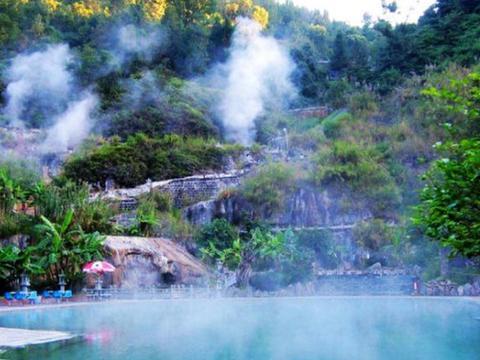 """云南最奇特的温泉,比日本也并不差,传说喝了温泉水还能""""助孕"""""""