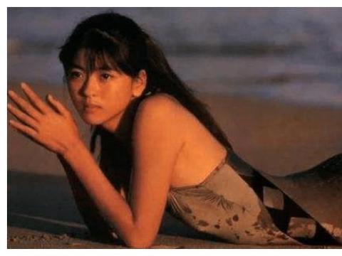被李连杰耽误一生的日本红颜, 风情万种美过利智, 46岁至今未婚
