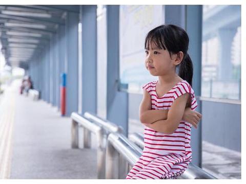 """哭和笑都重要,别再说""""不许哭"""",父母关键要帮孩子做情绪管理"""