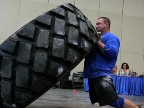 """在大力士比赛中,为什么参赛的都是""""胖子"""",健美肌肉男哪去了"""