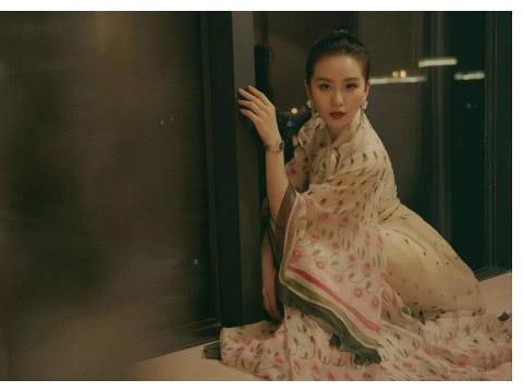 刘诗诗孕后首张封面,造型超美,少女感十足