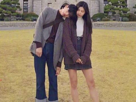 """平时会穿情侣装吗?有种情侣叫""""女鞋男穿"""",只有真爱才敢穿"""