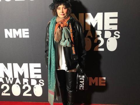 华人代表!何超仪受邀出席英国NME颁奖典礼