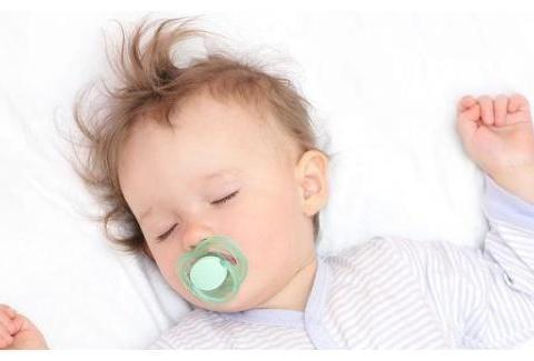 安抚奶嘴会让宝宝嘴变形?可能是宝妈不知道如何用,其实好处很多