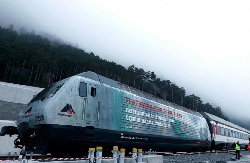 """世界上""""最长""""的火车隧道,全长151.84公里,耗时17年建成"""