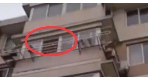 """情人节""""扔孩子""""?婴儿从5楼摔至3楼!吵架父母:放晾衣架上掉了"""