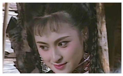 她曾是金庸女神,50岁想复出却发福严重,腰粗手壮网友赞依旧美