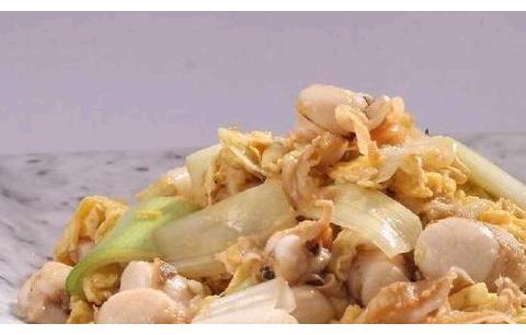 年夜饭美食:扇贝炒鸡蛋,腊肉炒芦笋,蜜汁豆干,爆炒鱿鱼