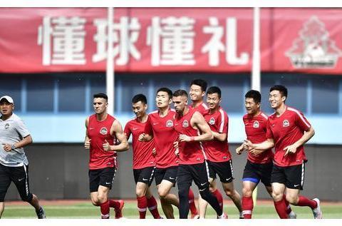 与中超建业同名球员:一个是苏宁旧将,一个是无奈退役的川足代表