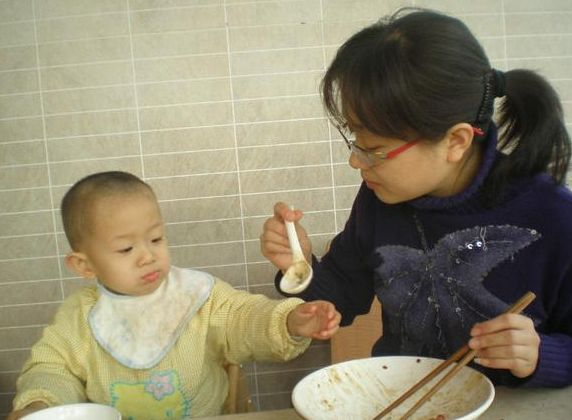 """孩子未满6岁,谨记""""2饭不吃,2觉不睡"""",才能养好脾胃体质强"""