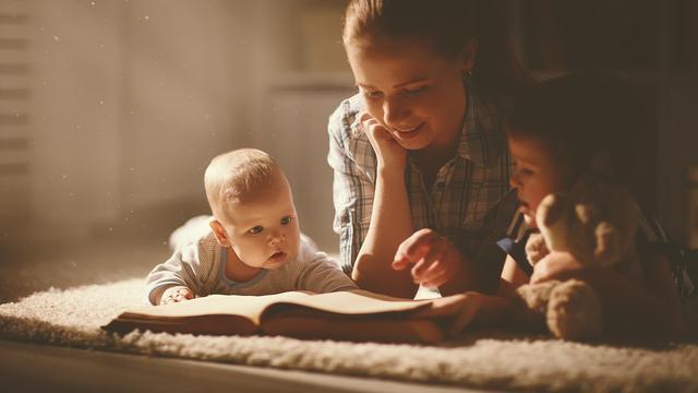 睡前对孩子做这2件事,孩子不仅记忆力好,而且还高情商