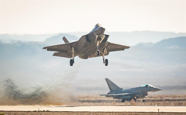 凌晨加沙战斗再次打响,空地导弹从天而降,克宫:局势已彻底失控