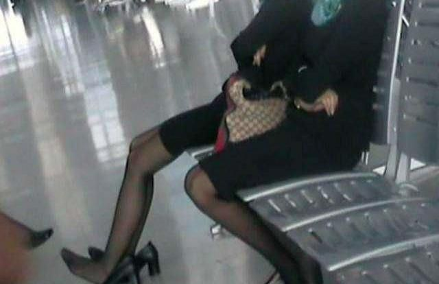 """为何日本空姐都要穿""""黑丝袜"""",有啥作用?是为了方便服务客人"""