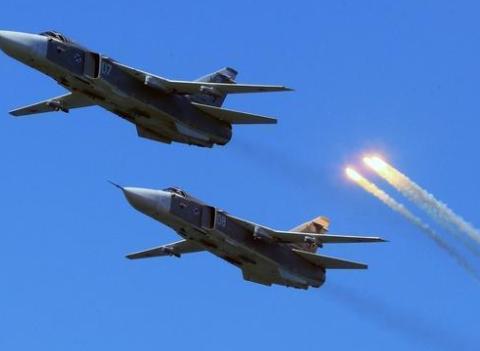 俄罗斯果断反击:10架战斗轰炸机突袭土耳其军营,以军高度评价