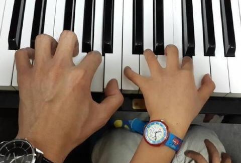 学钢琴手型重不重要
