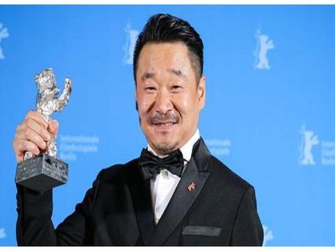 他是一位影帝,有着非常出色的演技,他就是王景春