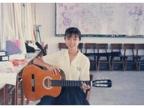 陈绮贞晒高中青涩旧照 感慨认识自己是条漫长的路