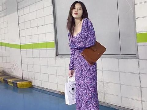 """金泫雅罕见""""素颜妆""""出街,挑战紫色系造型,小野马也能这么甜?"""