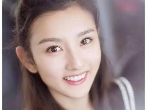 吴磊,宋祖儿的小圆脸好捏么?