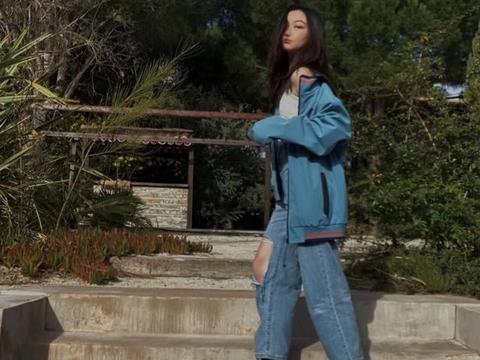 13岁李嫣近照曝光变熟女 随意露肩大走性感风