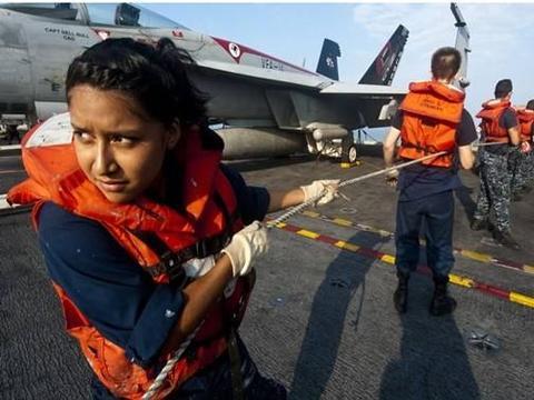美军航母怪异事件,男兵大面积出现尿路感染,原因却在女兵身上