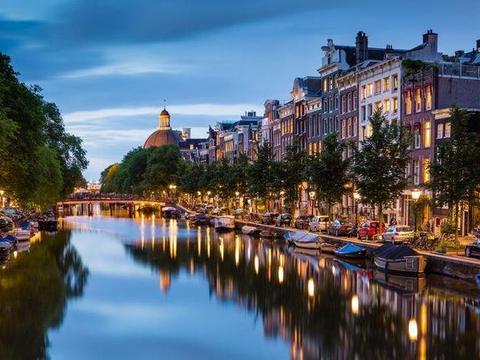 阿姆斯特丹将禁止团体游客去红灯区,原因竟是人太多了