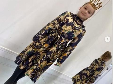 小七全家为维多利亚活动助阵!哈珀首穿时装,贝克汉姆令人羡慕