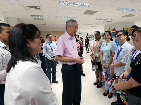 武汉归国患者出院,李显龙分享简体中文版新闻,希望新冠患者康复