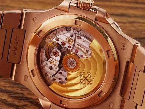 运动、时尚又不失奢华 百达翡丽枚金鹦鹉螺腕表