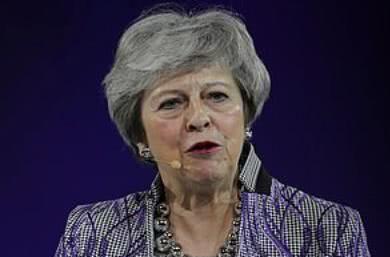特蕾莎梅透露任首相时尴尬时刻,将飞机驾驶室用作临时更衣室