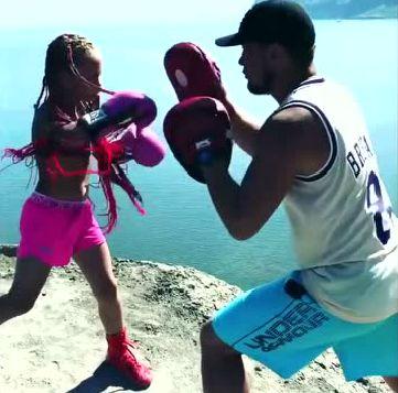 9岁女娃练拳击9战全胜,男生个个闻风丧胆无人敢应战