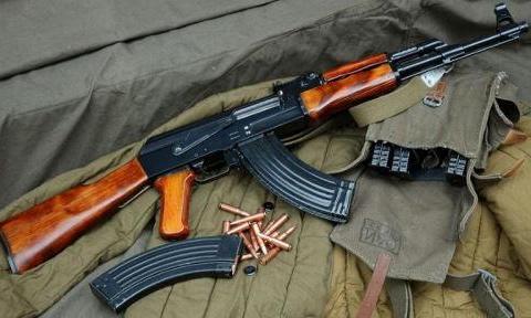 AK74为什么没有AK47知名度高,改为小口径就不出名了?