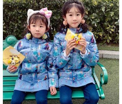 陆毅鲍蕾俩女儿近照曝光,12岁贝儿装扮遭网友吐槽!