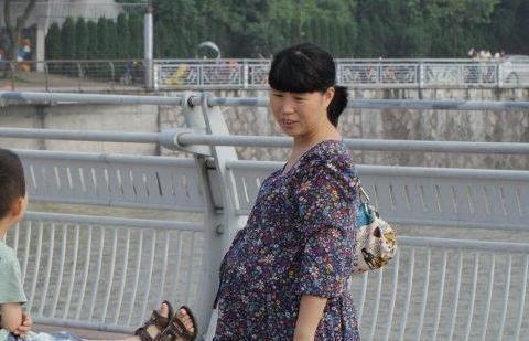 二胎政策全面放开,生育率却屡创新低,年轻人为啥不愿意生娃了?
