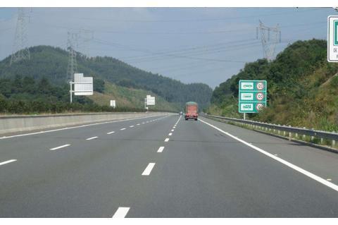 高速时速120,突然限速60该怎么办?听交警一说,终于明白了
