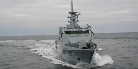 巴铁巨资购买2艘西方巨舰,无奈交付时没有舰炮,关键时刻靠我们