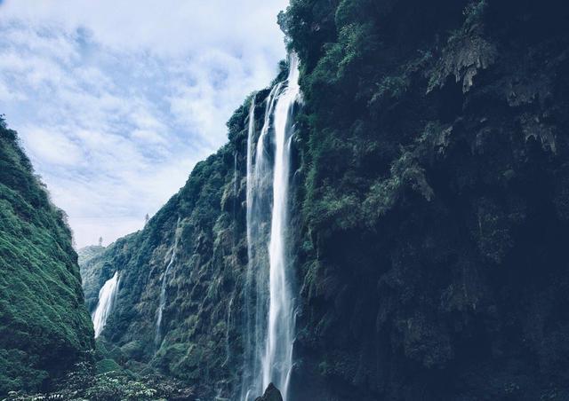 """云贵高原上的峡谷,绵延百里的万峰山林,被誉为""""漂流者乐园"""""""