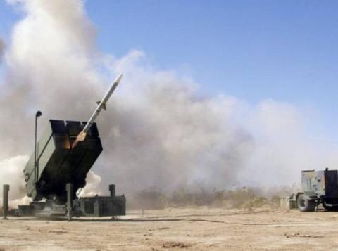 """美国要榨干印度军费防空导弹超预算9亿美元,真人家当""""冤大头"""""""