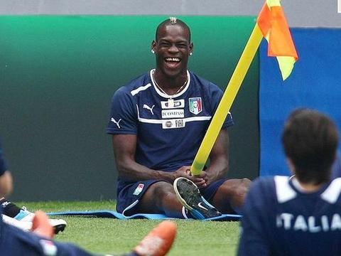 2020欧洲杯豪门吐槽巡礼之意大利,比赛请关手机,曼奇尼只认巴神