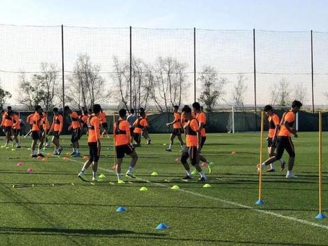 鲁能冬训计划有调整,新赛季进行技战术变革,外援还在选择