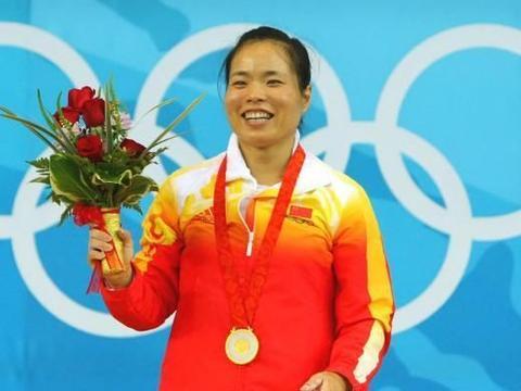 她两获奥运冠军,却嫁给大21岁教练,丈夫已62岁