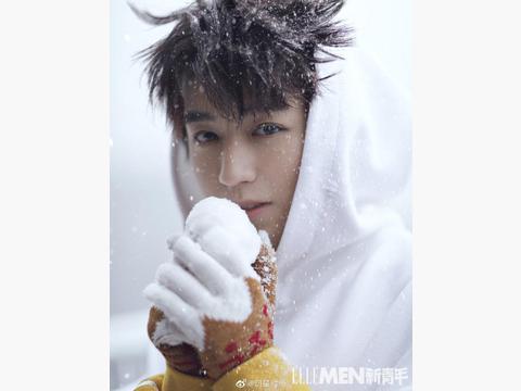 王俊凯登杂志封面,冬日静谧的时光,与雪为伴,释放对生活的热情