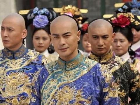 九子夺嫡时,他因苏麻喇姑免遭残杀,结果活成康熙最长寿的儿子