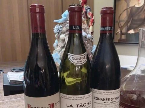 王中磊女儿晒22岁生日照,三瓶1999年产的红酒总价竟超十万元