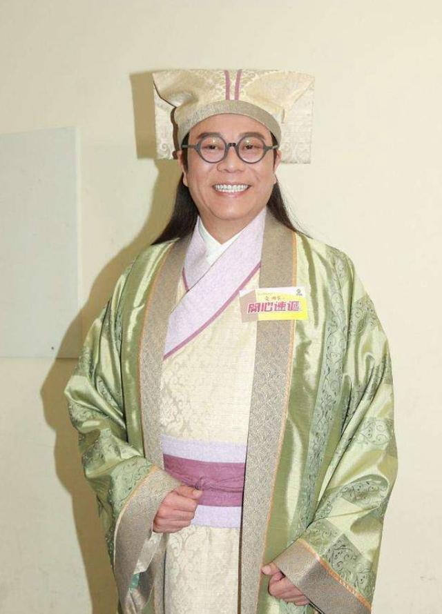 除开84岁的谢贤和65岁的米雪,这部剧还有哪点像《法证先锋》?