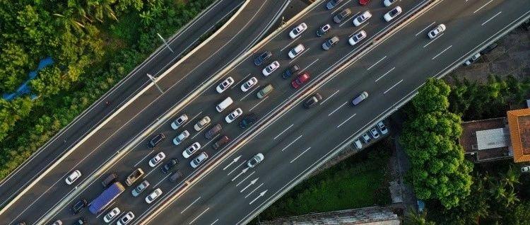 疫情期间发生有责交通事故并符合这些条件的,可依法理赔