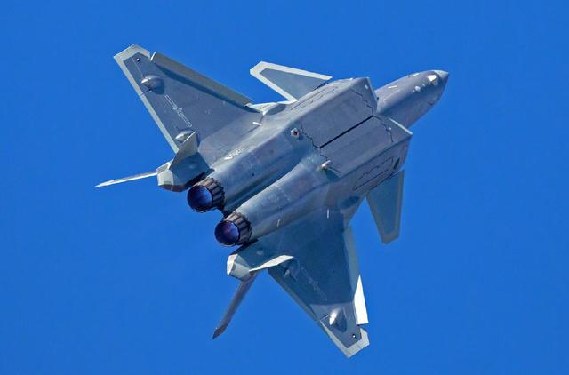 中国空军飞行员评价了歼-20!俄罗斯:为何我们要用中国的分代