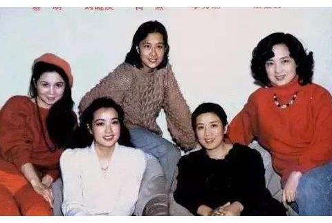 看看刘晓庆,再看看张金玲和李秀明,没有对比就没有伤害